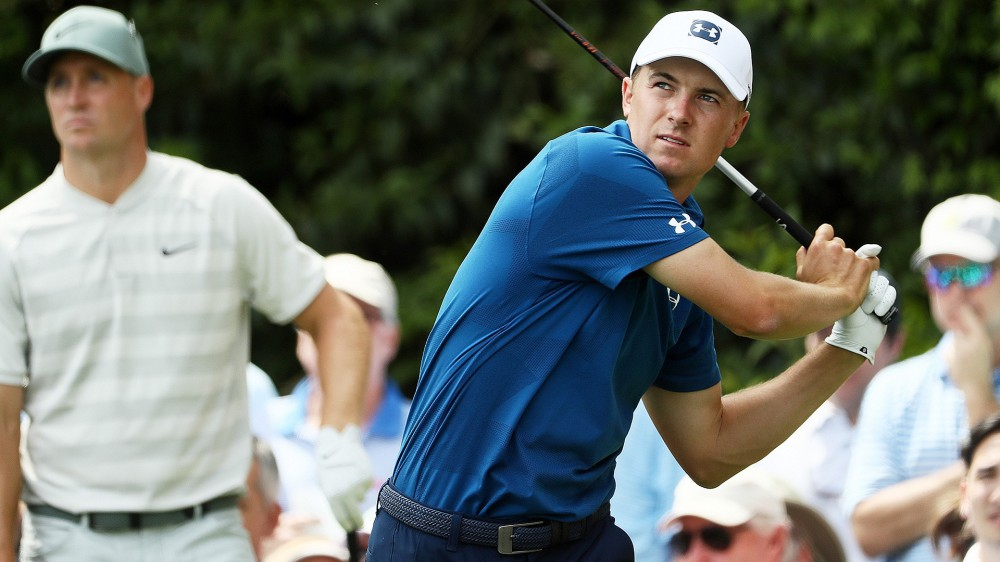 Spieth fights driver early, salvages second-round 74