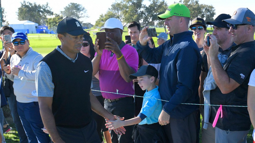 Watch: Tiger chips in for one of four birdies Friday at Farmers