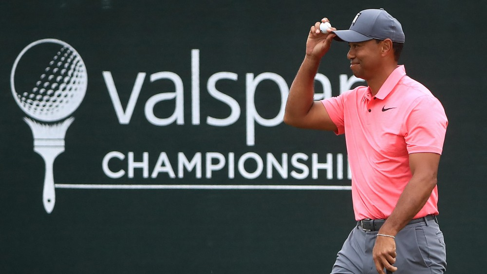 Woods trails, but still Vegas favorite to win No. 80